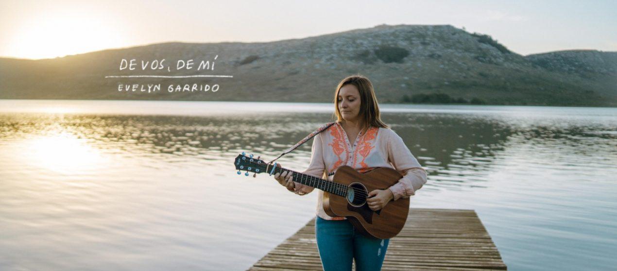 La voz fresca y profunda de Evelyn Garrido